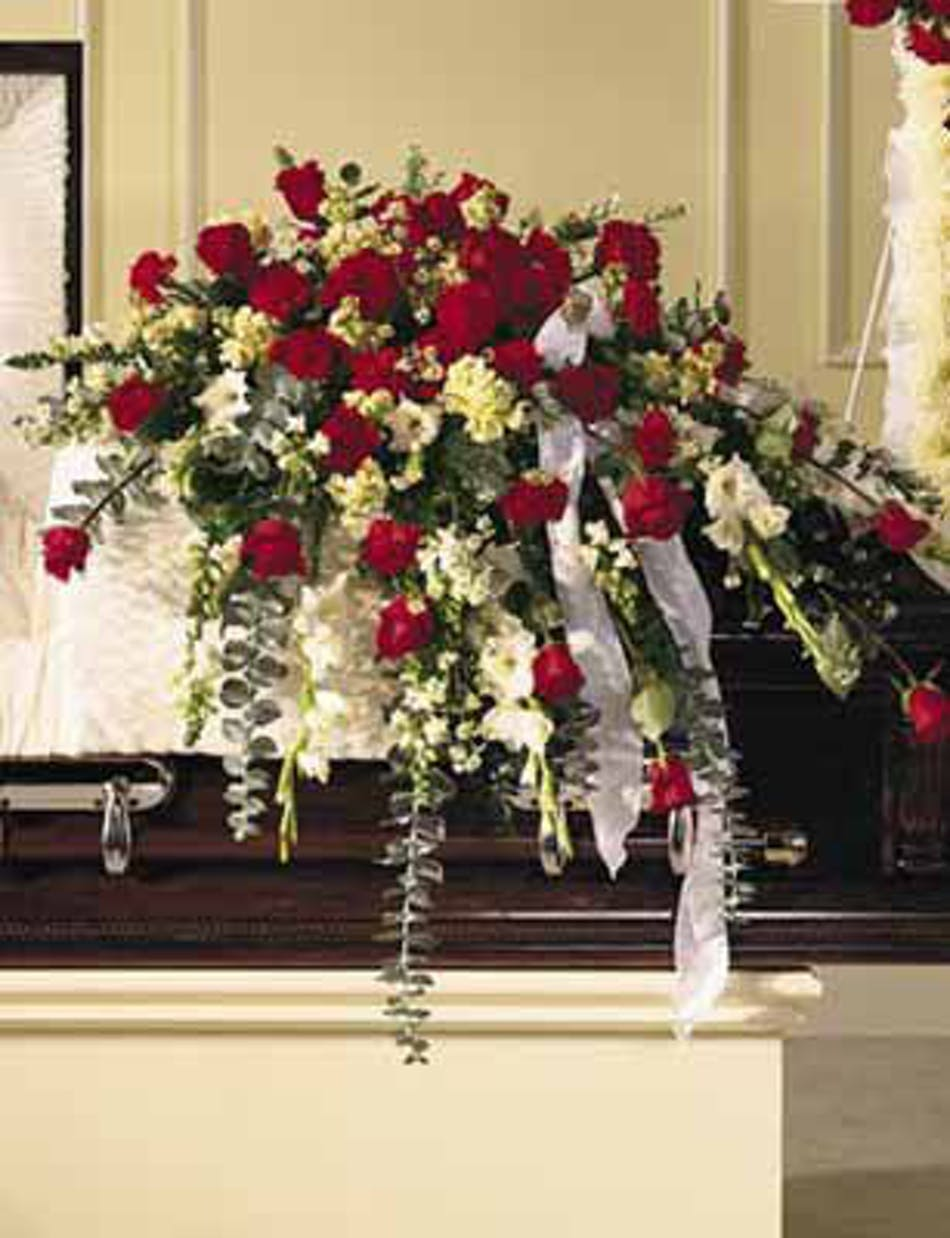 Sympathy casket spray traditional flower arrangements in chicago available for nationwide delivery izmirmasajfo